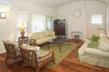 the living room of Diamond Head on the Park